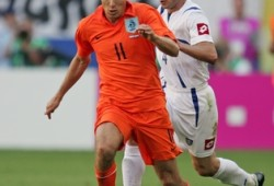 The Netherlands' Arjen Robben battles for the ball with Serbia and Montenegro's Igor Duljaj during their Group C World Cup 2006 soccer match in Leipzig